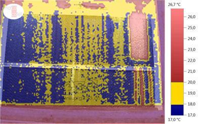 温度记录图和数字图像的叠加图,用以评价夏季妊娠舍中冷却板的运行情况。