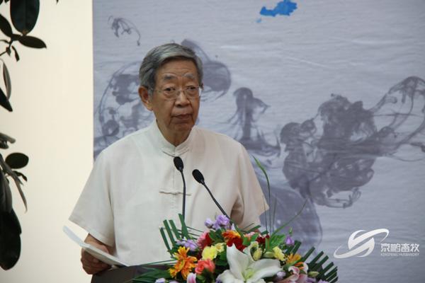 原全国人大副委员长、中华文化发展促进会会长许嘉璐讲述非洲部落的故事