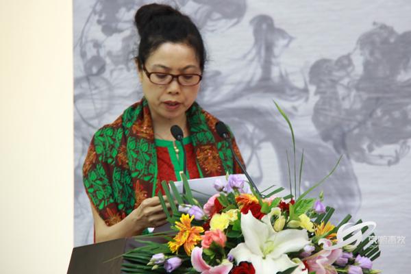 画家许琪萍在讲述曾在非洲的心路历程